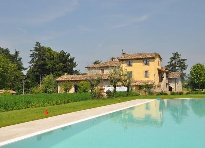 Tariffe camere ed appartamenti dell 39 agriturismo camatra in - Agriturismo con piscina in umbria ...